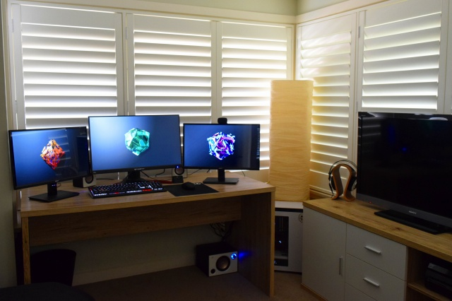 PC_Desk_MultiDisplay89_25.jpg