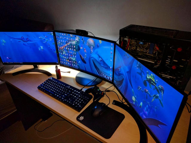 PC_Desk_MultiDisplay89_54.jpg