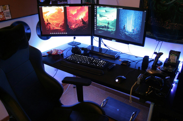 PC_Desk_MultiDisplay89_56.jpg