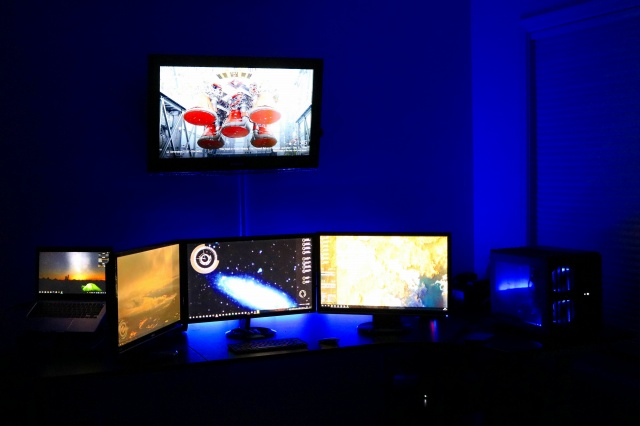 PC_Desk_MultiDisplay89_65.jpg