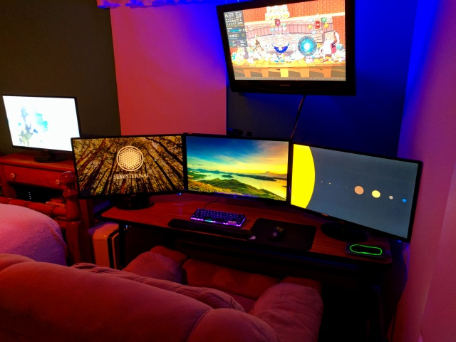 PC_Desk_MultiDisplay89_69.jpg
