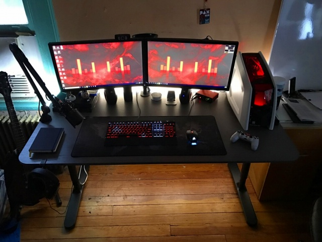 PC_Desk_MultiDisplay89_88.jpg