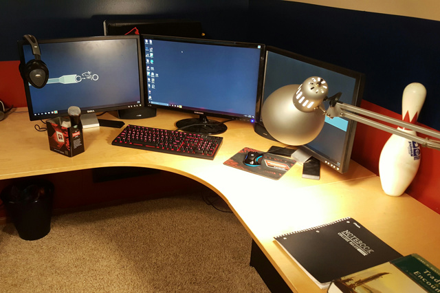 PC_Desk_MultiDisplay89_95.jpg