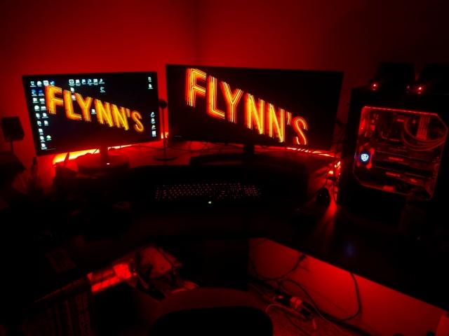 PC_Desk_UltlaWideMonitor17_11.jpg
