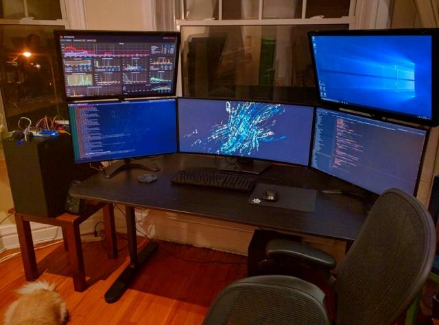 PC_Desk_UltlaWideMonitor17_16.jpg