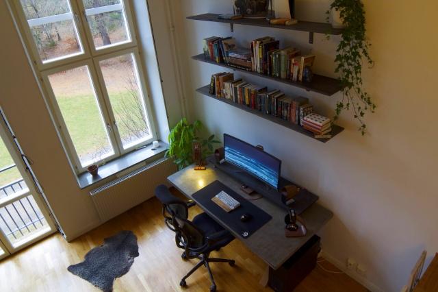 PC_Desk_UltlaWideMonitor17_21.jpg