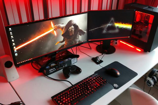 PC_Desk_UltlaWideMonitor17_22.jpg
