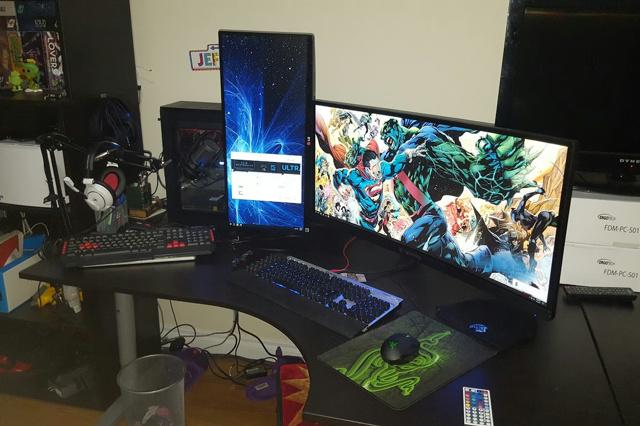 PC_Desk_UltlaWideMonitor17_38.jpg