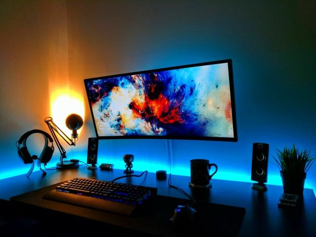 PC_Desk_UltlaWideMonitor17_44.jpg