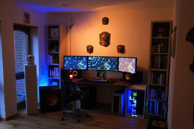 PC_Desk_UltlaWideMonitor17_47.jpg