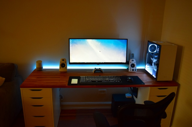 PC_Desk_UltlaWideMonitor17_48.jpg