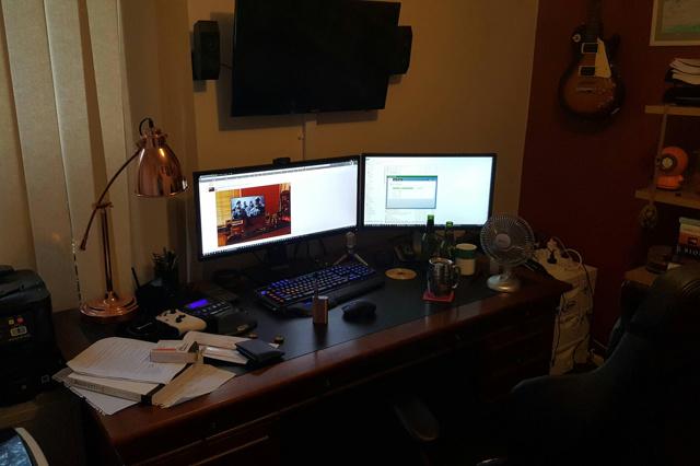 PC_Desk_UltlaWideMonitor17_52.jpg