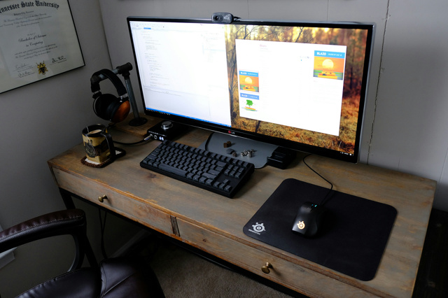 PC_Desk_UltlaWideMonitor17_58.jpg