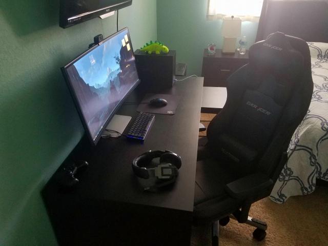 PC_Desk_UltlaWideMonitor17_65.jpg