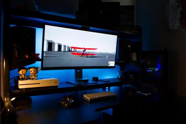 PC_Desk_UltlaWideMonitor17_69.jpg