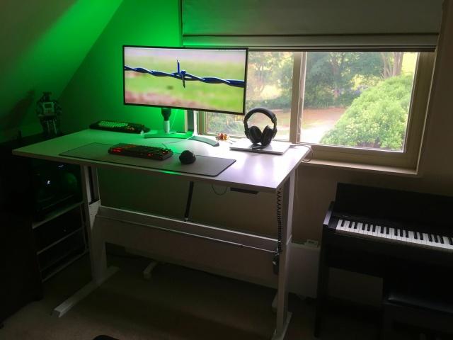 PC_Desk_UltlaWideMonitor17_74.jpg