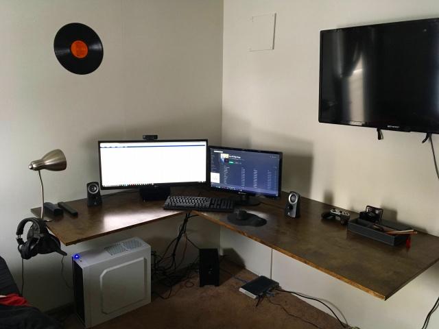 PC_Desk_UltlaWideMonitor17_75.jpg