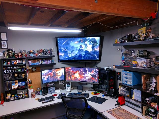 PC_Desk_UltlaWideMonitor17_76.jpg