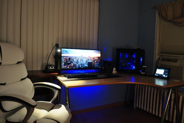 PC_Desk_UltlaWideMonitor17_77.jpg