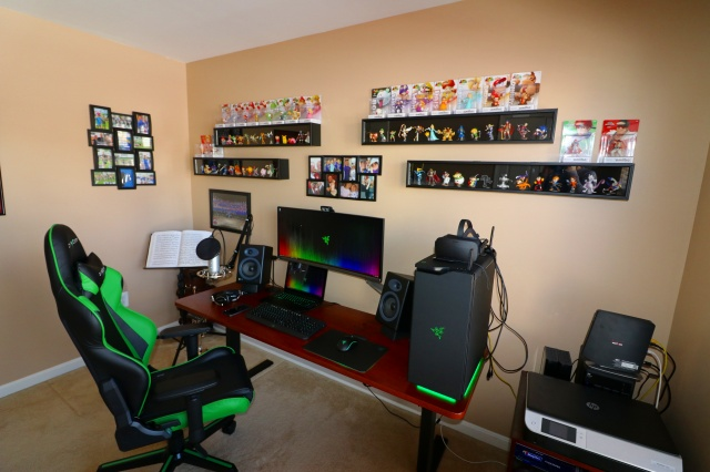 PC_Desk_UltlaWideMonitor17_84.jpg