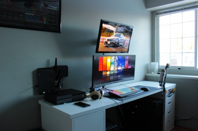 PC_Desk_UltlaWideMonitor17_91.jpg