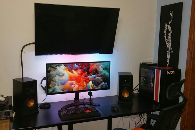 PC_Desk_UltlaWideMonitor17_97.jpg