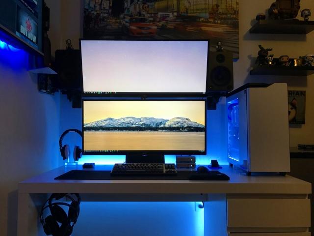 PC_Desk_UltlaWideMonitor18_02.jpg