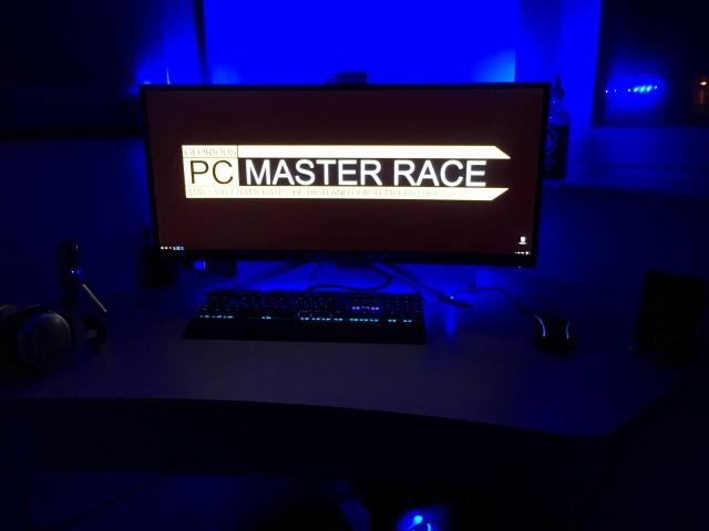 PC_Desk_UltlaWideMonitor18_20.jpg