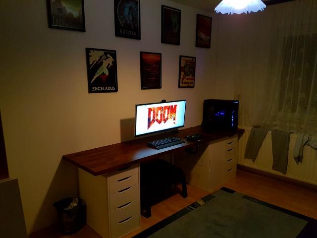 PC_Desk_UltlaWideMonitor18_25.jpg
