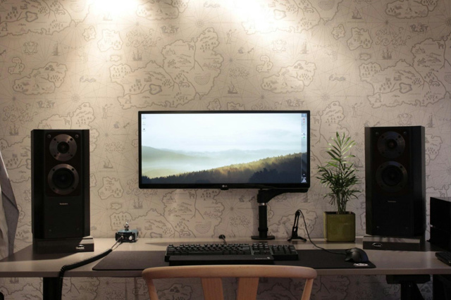 PC_Desk_UltlaWideMonitor18_43-.jpg