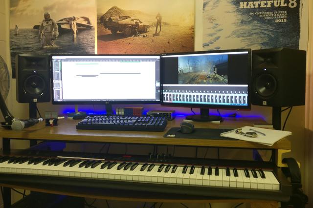 PC_Desk_UltlaWideMonitor18_47.jpg