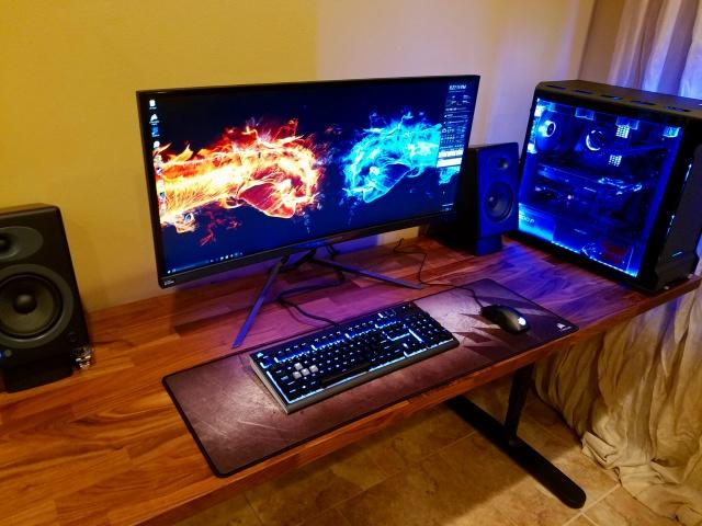 PC_Desk_UltlaWideMonitor18_68.jpg
