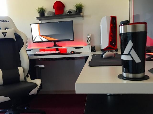 PC_Desk_UltlaWideMonitor18_70.jpg