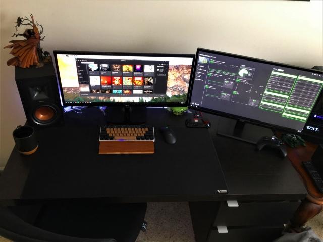 PC_Desk_UltlaWideMonitor18_90.jpg