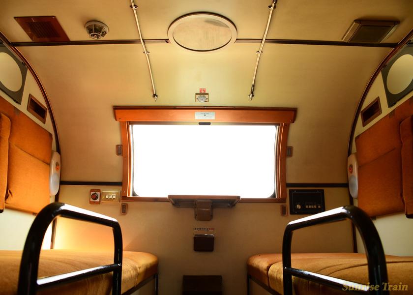 オロハネ24 551のB寝台デュエット上段