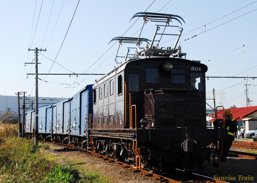 古豪機関車のED501がワムの入換を行なう