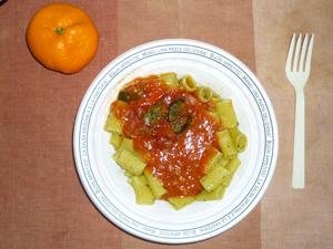 生パスタ(リガトーニ)グリル野菜とトマトバジル,みかん