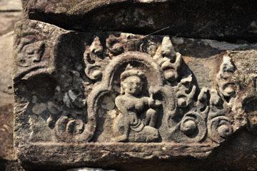 blog 233 Cambodia, Siam Reap, Roluos Group (Lolei, Preah Ko, Bakong) Bakong_DSC0045-12.4.13.(2).jpg