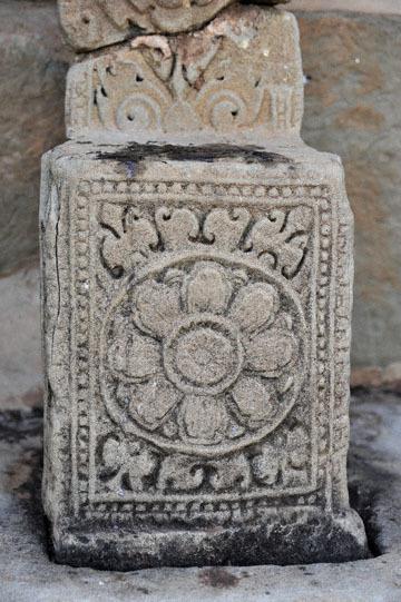 blog 233 Cambodia, Siam Reap, Roluos Group (Lolei, Preah Ko, Bakong) Bakong_DSC0086-12.4.13.(2).jpg