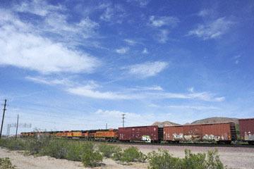 blog 10 Mojave to Daggett on 58, Freight Train, CA_DSC6710-3.19.17.(1).jpg