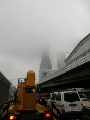 170408 雨に煙る弁天町 高層ビル群